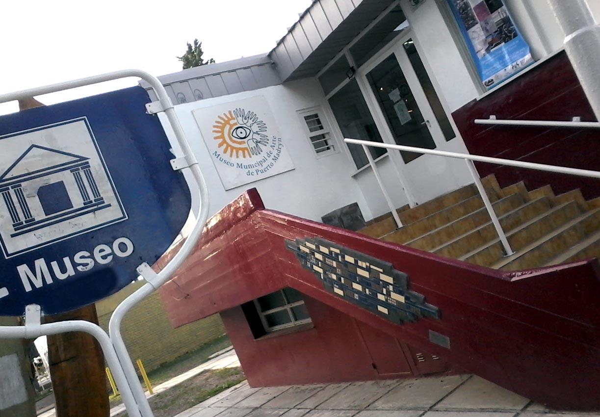 Museo Municipal de Arte Moderno (Av Julio A Roca 444 tel 4453204 )