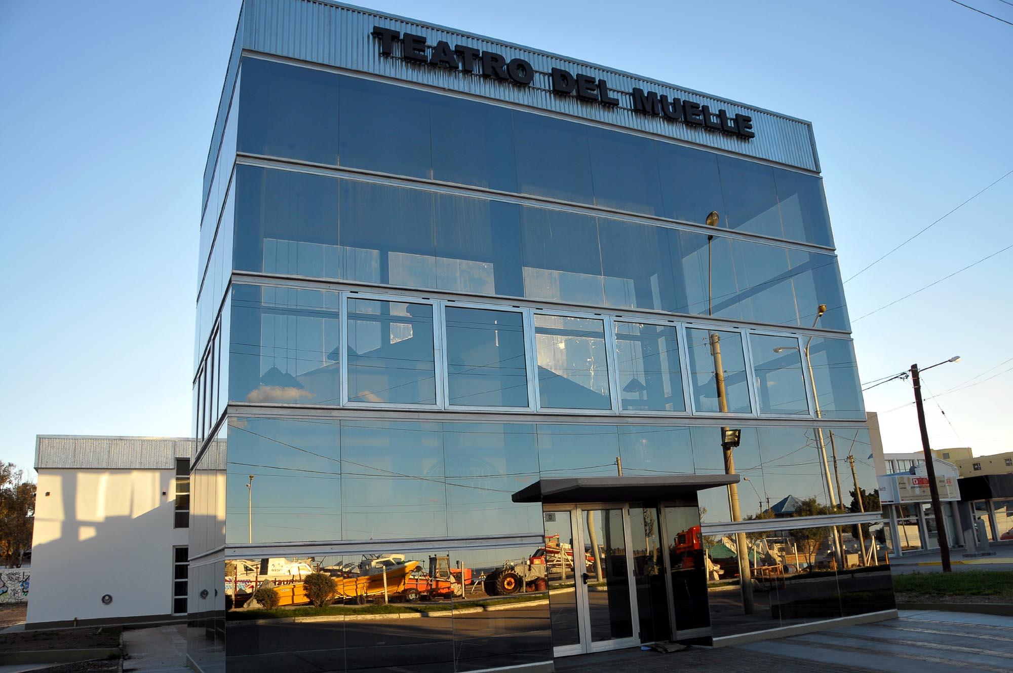 Teatro del Muelle (Rawson 60 - tel 4450307 )